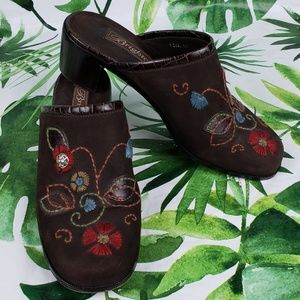 Brighton Fiona nubuck brown w/flowers mules 7M